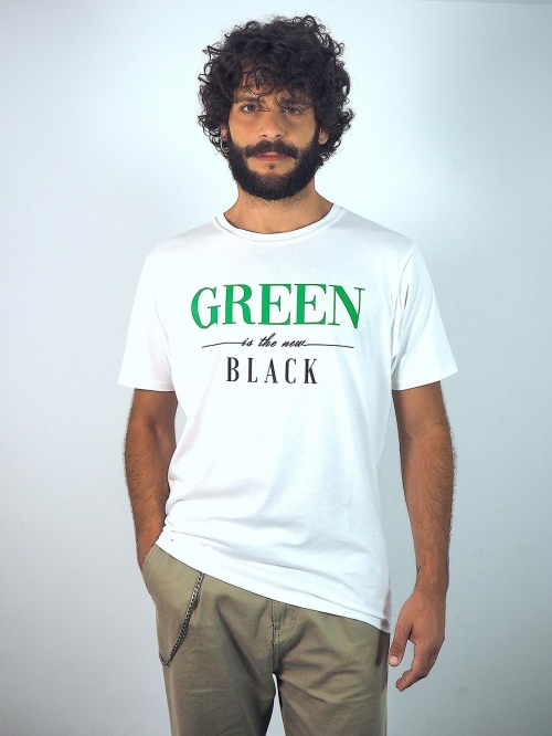 "Camiseta básica blanca con frase ""green is the new black"" de Sisteria Shop"