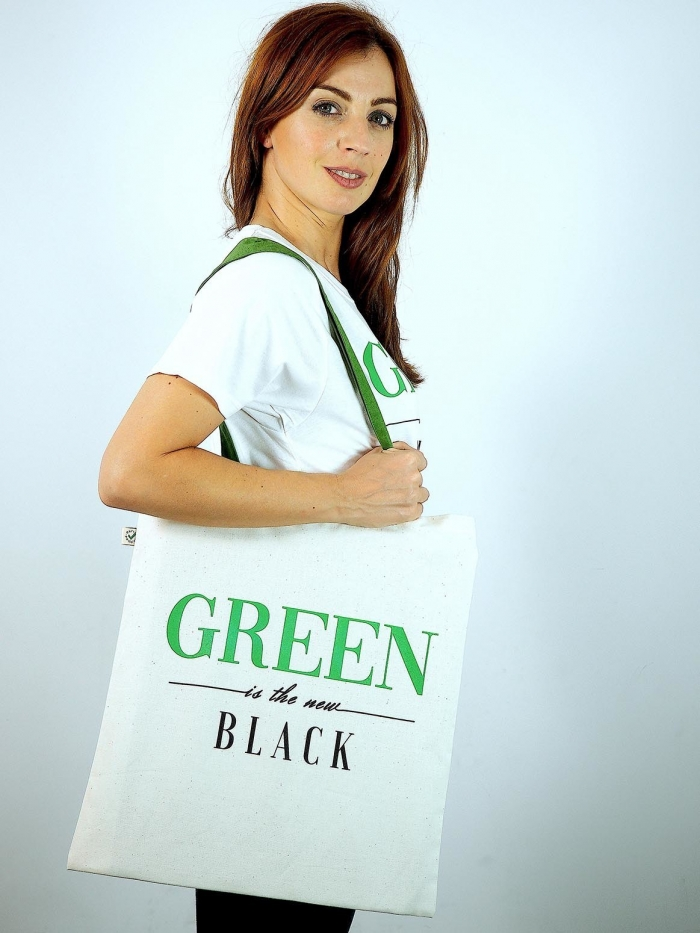 "tote bag de algodon con frase ""Green is the new black"" de Sisteria Shop"