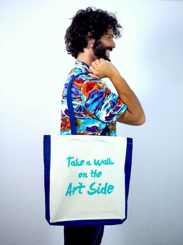 "tote bag de algodon con frase ""take a walk on the art side"" de Sisteria Shop"